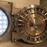 被相続人が契約していた貸金庫を相続人が開ける方法について